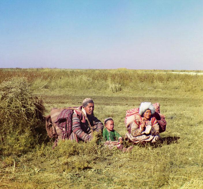 Казахская семья в Сырдарьинской области (фото С.М.Прокудина-Горского) .