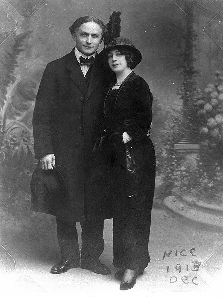 the history of harry houdini essay At the age of seventeen, erich weiss changed his name to harry houdini after harry kellar, american magician new essays amsco ap world history chapter 2.