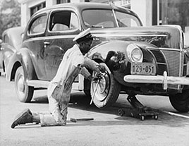 Washington D.C. Changing a tire. Photo by John Collier, May 1942