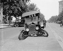 Auto accident, Washington, DC. Photo by National Photo Co., 1922