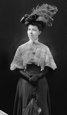 Mrs. M.C. Young. Glass negative by C.M. Bell, 1905-1906. Prints & Photographs Division