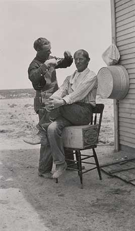 Home barber shop / Photo by Otto M. Jones.